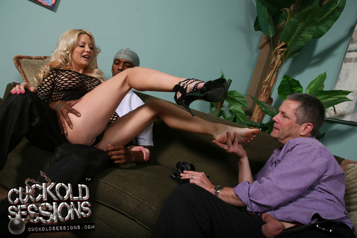 Jessica jaymes helly mae hellfire fucking each other hard, big boobs porn pics